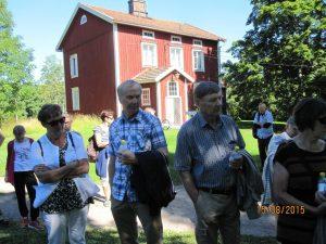 Leena Laurila-Kunnas, Harri Kunnas, Risto Fingerroos, Liisa Fingerroos, taustalla opiskelijoiden asuntola